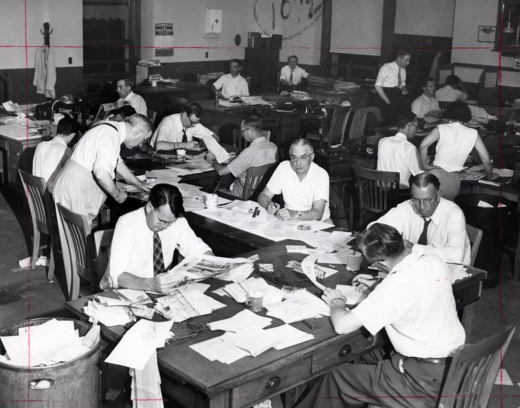 The Plain Dealer city room in 1954. The newspaper's daily circulation by 1955 was 299,297 - 14,950 below the Press'. * Cleveland Public Library Photograph Collection.